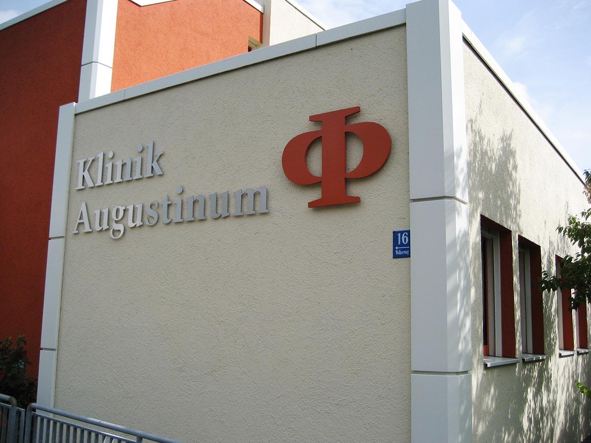 Einzelbuchstaben aus Edelstahl lackierte Bildmarke