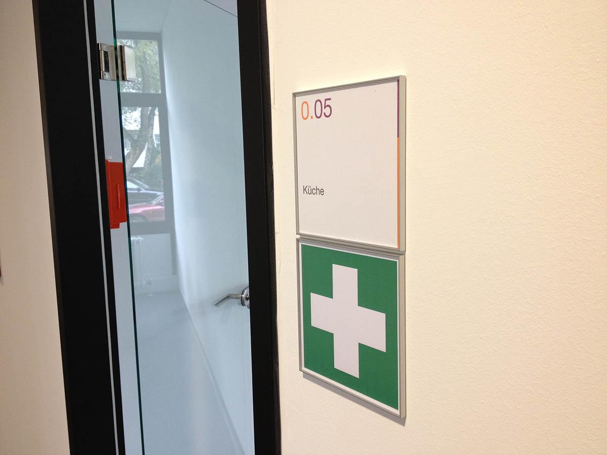 Kennzeichnung von Erste Hilfe Einrichtung