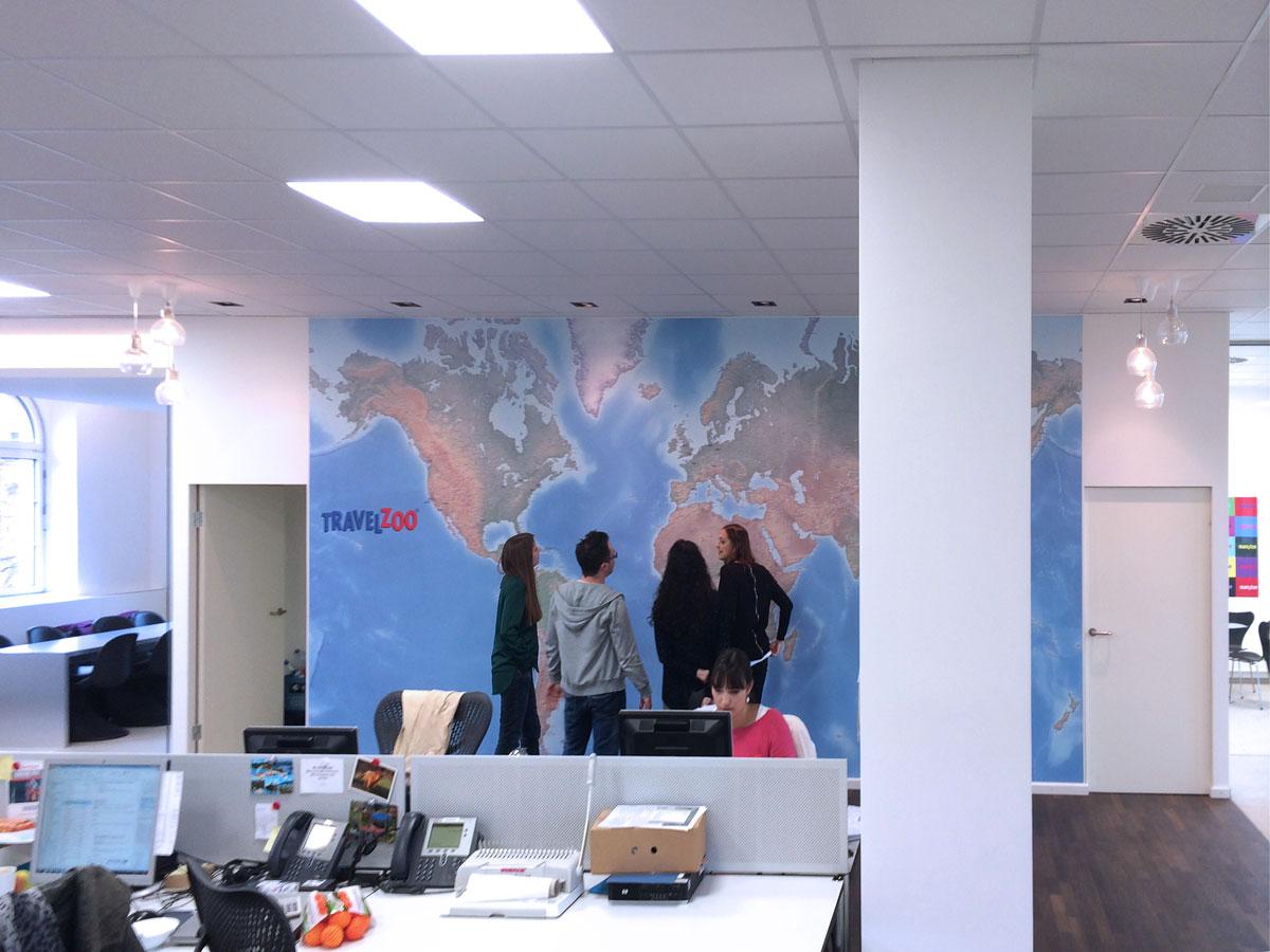 Wandtapete – Personen in der Weltkarte