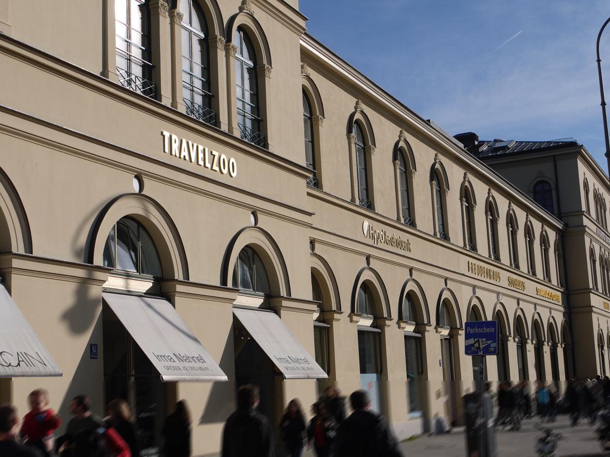 Die Fassade des Basar-Gebäudes im Herzen von München